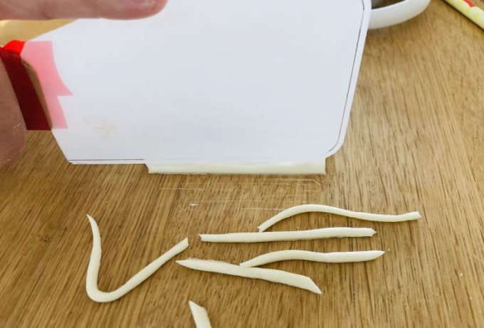 小麦粉粘土 遊び方 うどん